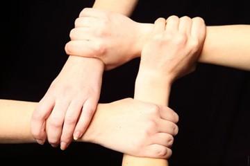 Mani di solidarietà e volontariato