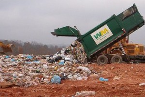 Scarico camion rifiuti