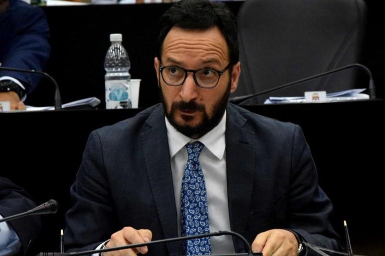 Regione Puglia, sospetto voto di scambio: si dimette l'assessore Mazzarano (Pd)