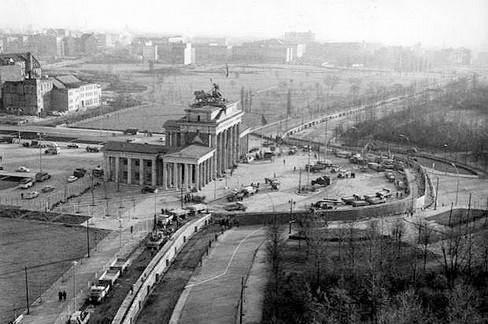 Il muro di Berlino davanti alla porta di Brandeburgo