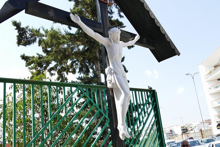 Riconsegnato alla città il  Cristo deturpato (Foto Riccardo Di Pietro)