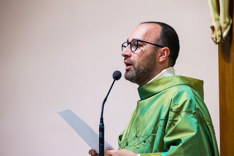 Il saluto di don Giuseppe Zingaro alla comunità Parrocchiale di San Riccardo (Foto Riccardo Di Pietro)