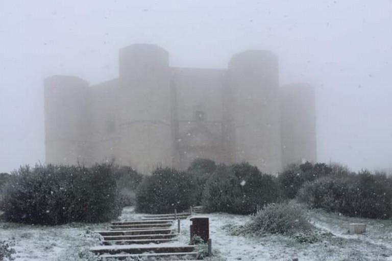 A Castel del Monte primi fiocchi di neve