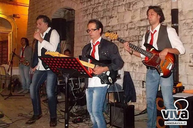 il gruppo musicale Simply The Best