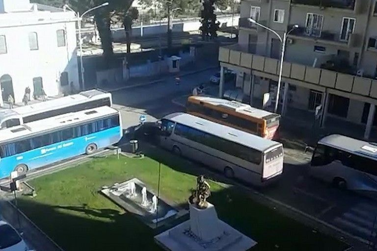 parcheggio autobus stazione ferroviaria