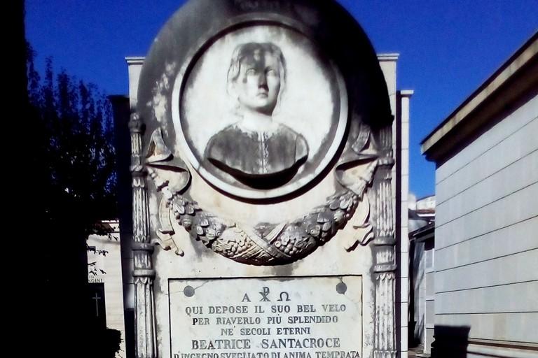 La tomba di Beatrice Santacroce al Cimitero di Andria