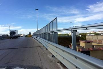 Strada tangenziale guard rail