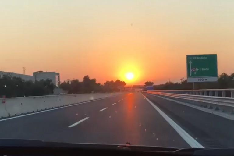 Tramonto su autostrada per Andria