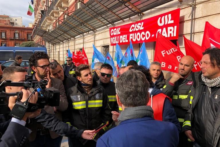 Manifestazione Vigili del fuoco a Bari