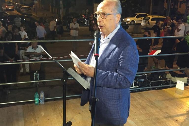 Nino Marmo presenta i candidati delle cinque liste che lo sostengono per la carica a Sindaco. <span>Foto Antonio D'Oria</span>