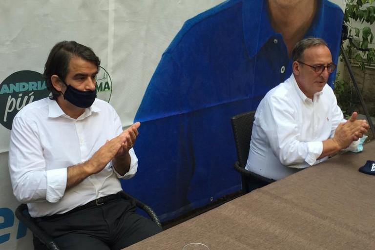 Raffaele Fitto con il candidato sindaco Antonio Scamarcio. <span>Foto Antonio D'Oria</span>