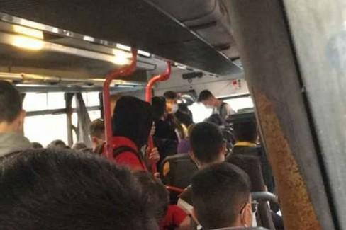 Assenza di distanziamento sui mezzi di trasporto