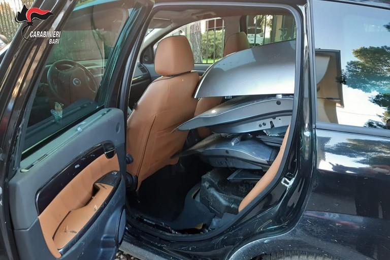 Auto che trasportava pezzi di ricambio