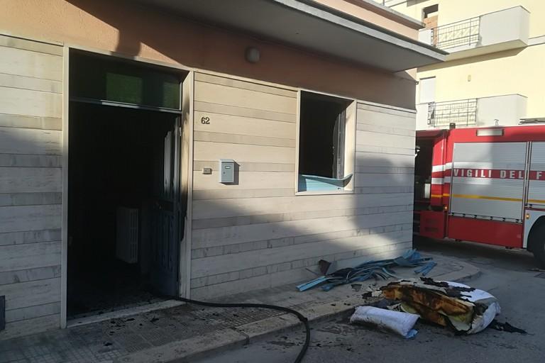 Incendio a un'abitazione di via Forlanini