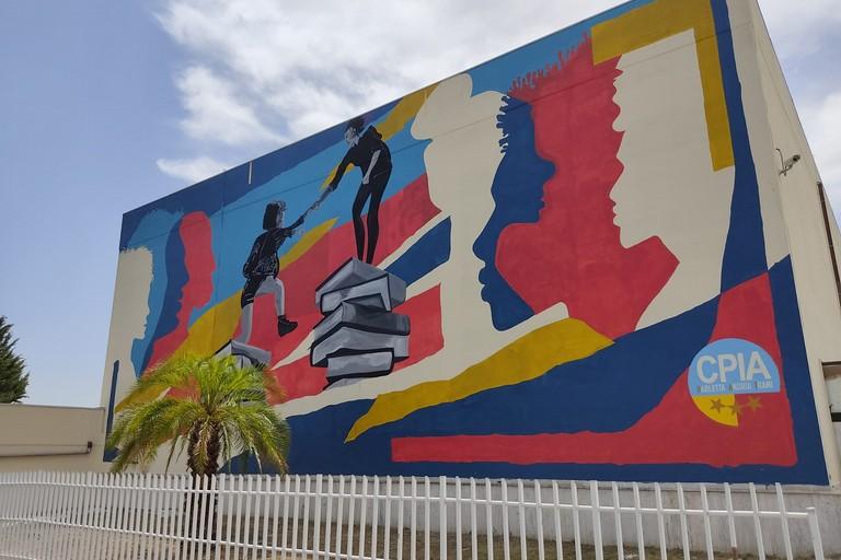 Il murales al CPIA nel quartiere San Valentino